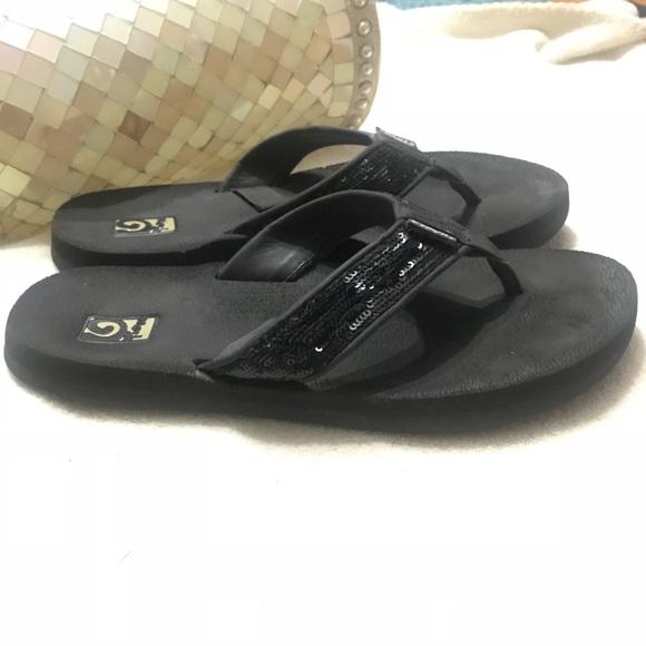 88053e0eae54df TEVA Mush Black Sequined Sandals Flip Flops Sz 8. M 5a72851585e60526eed8ff0e